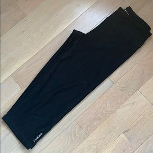 Reebok cropped straight leg athletic pants size S